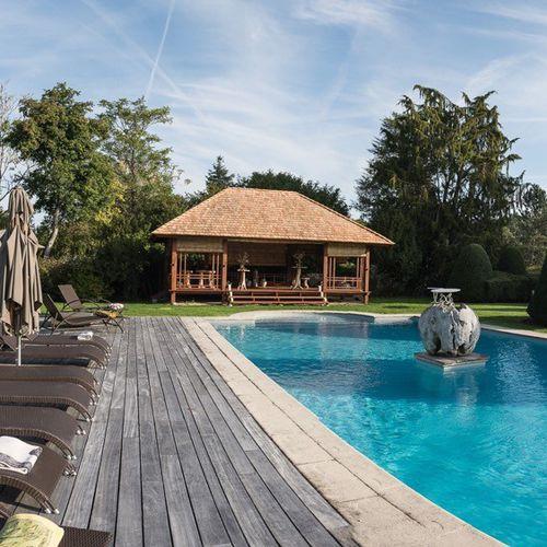 cenador de madera / techo de tejas / tejado de madeira / para bar