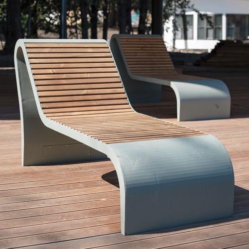 tumbona moderna / de pino / de acero con revestimiento en polvo / para espacio público