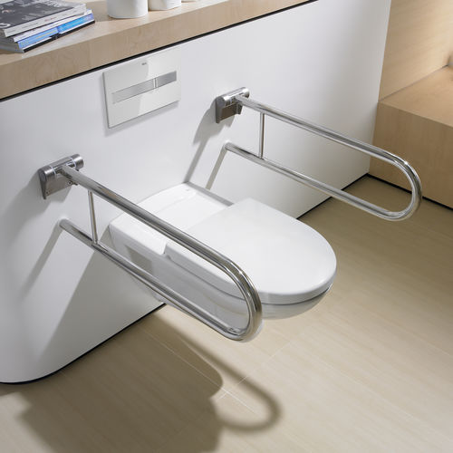 inodoro suspendido / de porcelana / con cisterna empotrada / para personas con movilidad reducida