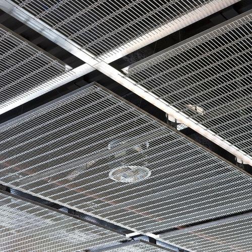 falso techo de acero inoxidable / de malla metálica / tipo panel