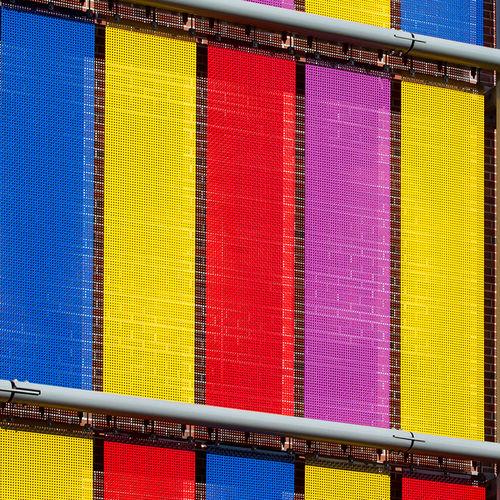 revestimiento de fachada de metal / de acero inoxidable / de rejilla / multicolor