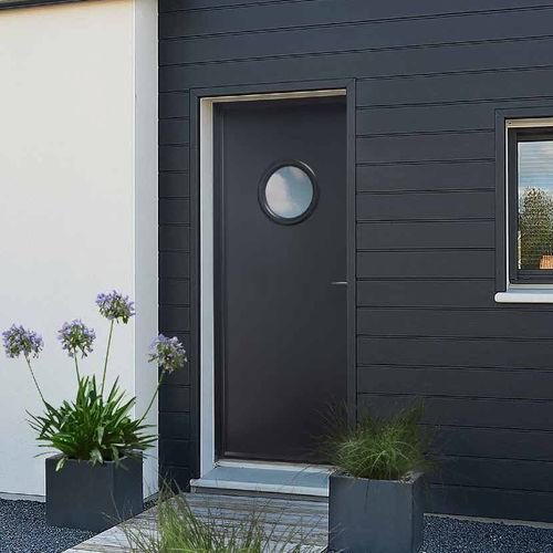 puerta de entrada / abatible / de acero / con ventanilla