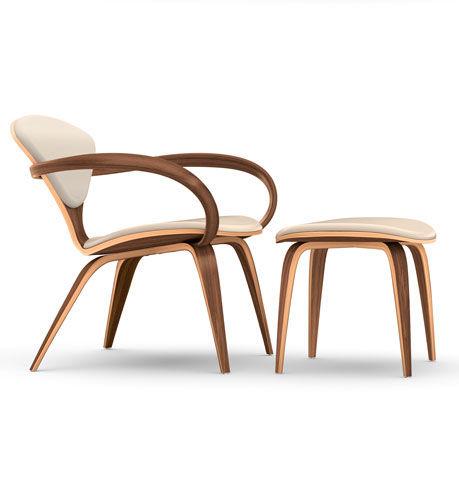 sillón de diseño orgánico / de nogal / con reposabrazos / con reposapiés