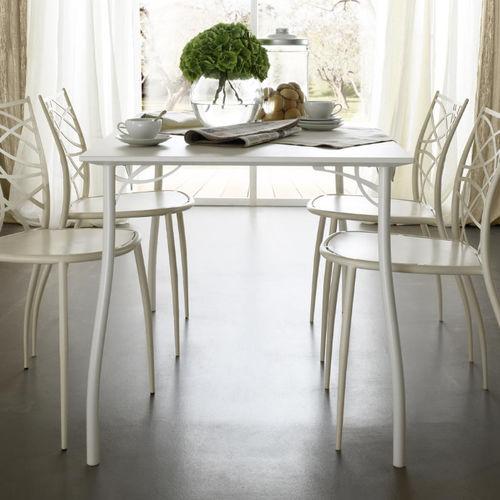 mesa moderna / de madera / redonda / cuadrada