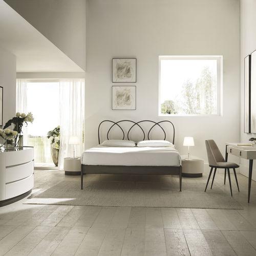 cama estándar / de matrimonio / clásica / de metal