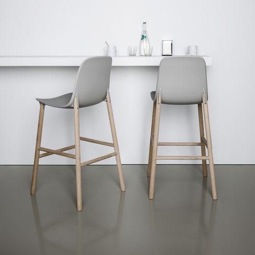 silla de bar moderna / tapizada / de tejido / de madera