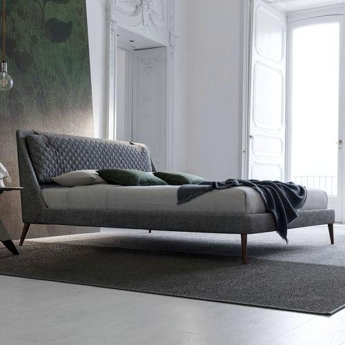 cama de matrimonio / moderna / con cabecero tapizado / con cabecero alcolchado