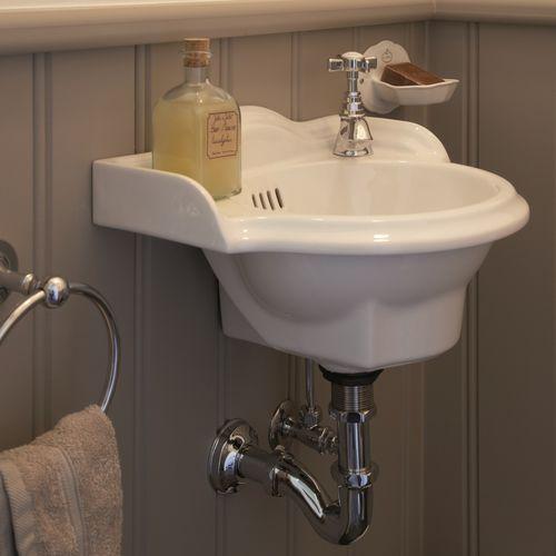 lavabo suspendido / de cerámica / clásico / hecho a mano