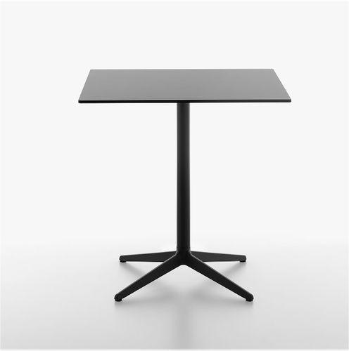 mesa bistró moderna / de hierro fundido / de material laminado / de HPL