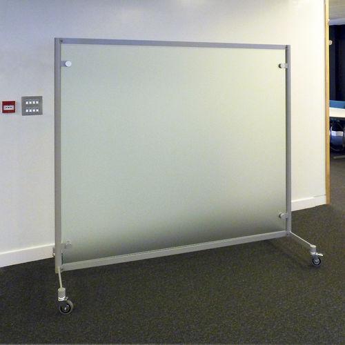 separador para oficina para suelo / de vidrio / con ruedas