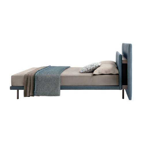 cama de matrimonio / moderna / con cabecero / tapizada