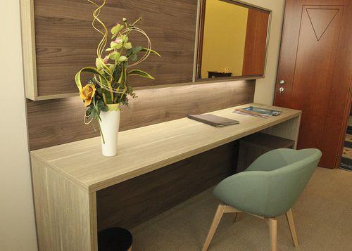 consola para hotel / moderna / de madera / rectangular