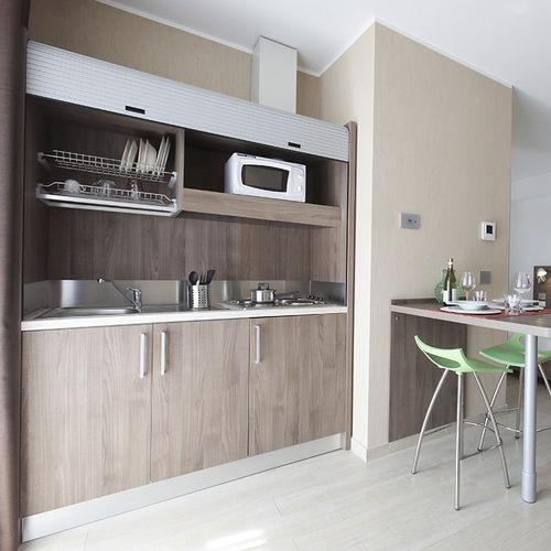 cocina moderna / de madera / con asideros