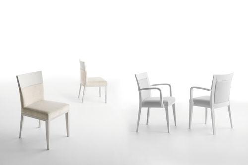 silla moderna / de tejido / de madera / para el sector servicios