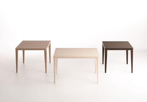 mesa de comedor moderna / de madera maciza / rectangular / cuadrada