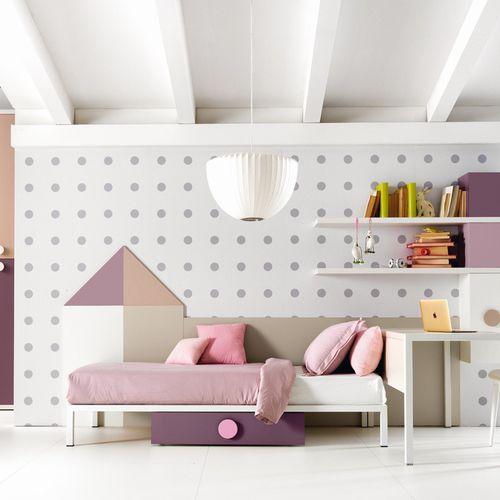 habitación para niños blanca / rosa / de madera / para niña