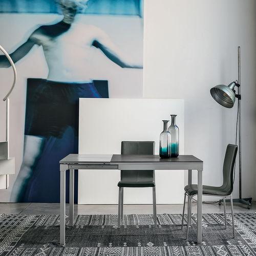 mesa de comedor moderna / de vidrio templado / de metal pintado / de material laminado
