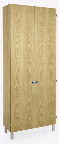 armario moderno / de roble / de nogal / con puertas batientes