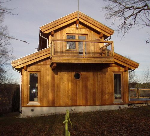 casa prefabricada / clásica / de madera maciza / de 2 plantas