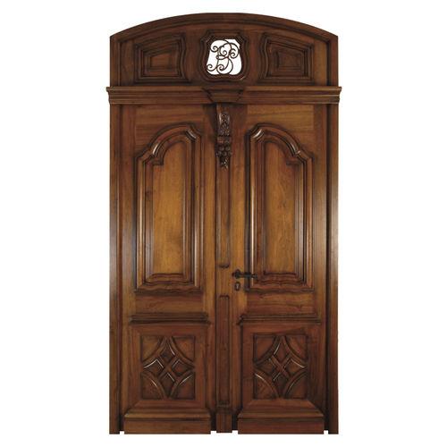 puerta de entrada / abatible / de roble / de nogal