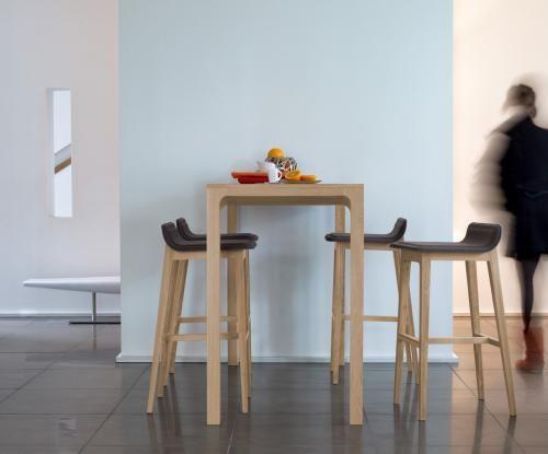 mesa alta moderna / de roble / rectangular / para hotel