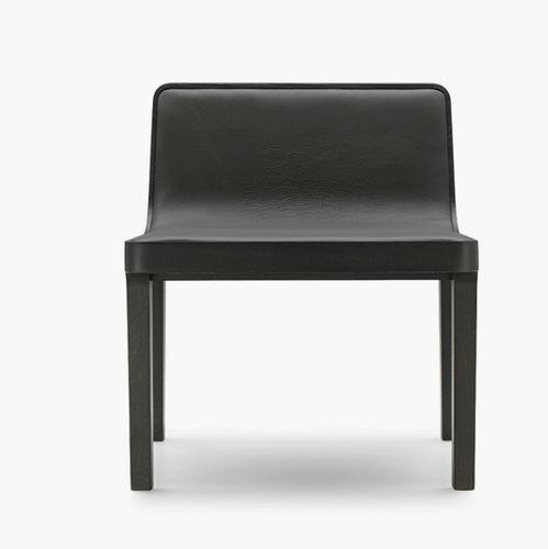 sillón bajo moderno / de tejido / de cuero / de roble