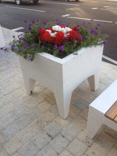 Jardinera de hormigón / cuadrada / moderna / para espacio público LORD: Planters by Studio Weave Amop Synergies