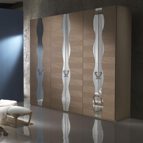 armario moderno / de roble / con puertas batientes