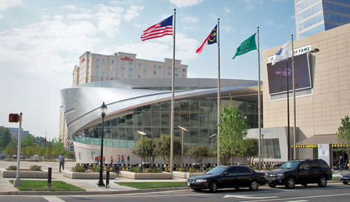 Revestimiento de fachada de acero inoxidable / reflectante / de panel NASCAR HALL OF FAME by Pei, Cobb, Freed & Partners A. Zahner