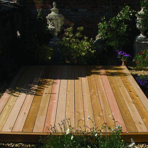 tarima de exterior de madera maciza / de madera