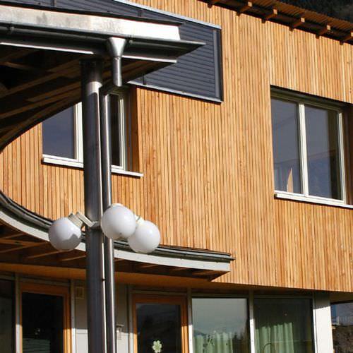 revestimiento de fachada de madera / ranurado / en láminas / ecoetiqueta FSC
