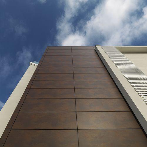 revestimiento de fachada de cerámica / texturado / de paneles / aspecto metal