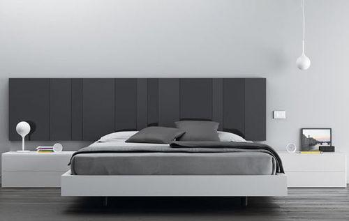 cama flotante / de matrimonio / moderna / con cabecero