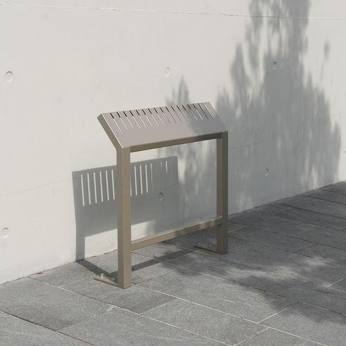 banco alto / público / moderno / de acero
