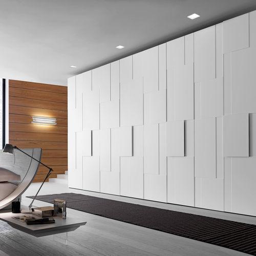 armario moderno / de madera lacada / de roble / con puertas batientes