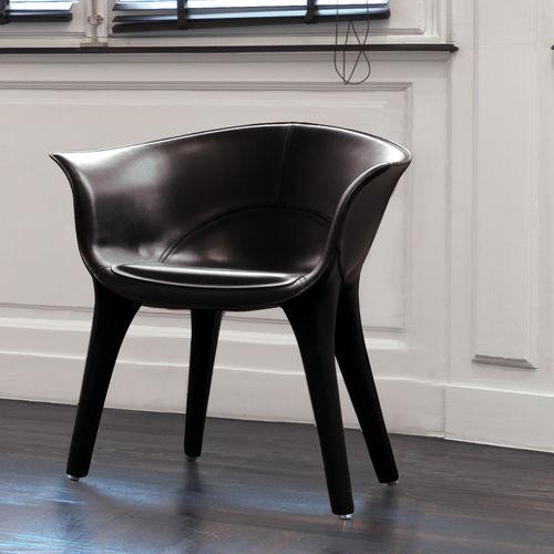 silla moderna / tapizada / con reposabrazos / de cuero