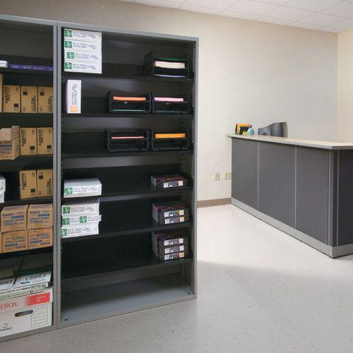 armario de oficina bajo / de madera / con cajones / modular
