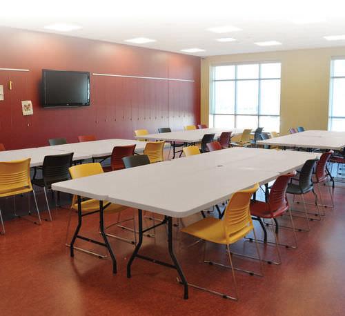 mesa de trabajo moderna / de acero / de polietileno / rectangular