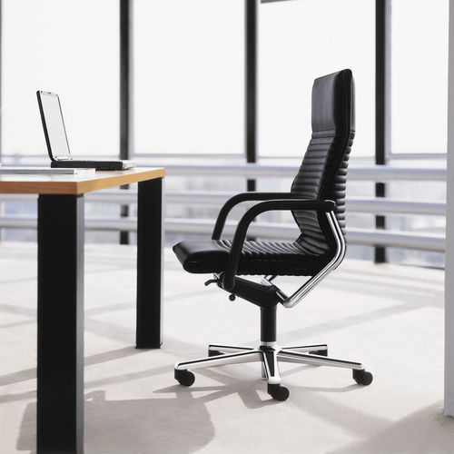 sillón de director moderno / de cuero / de metal cromado / con ruedas