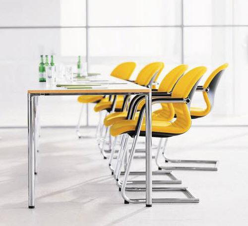 silla de visita moderna / con reposabrazos / tapizada / cantilever