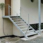 escalera recta / peldaños de acero inoxidable / estructura de acero inoxidable / sin contrahuellas