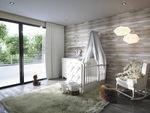 habitación para niños blanca / de bebé