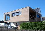 casa prefabricada / moderna / con armazón de madera / con terraza