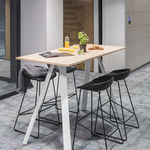 mesa alta moderna / de madera / rectangular / para el sector servicios