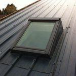 ventana de tejado de proyección / de metal / con vidrio doble