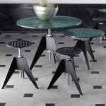 taburete moderno / de acero / de hierro fundido / para el sector servicios