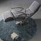 sillón moderno / de tejido / de cuero / con reposapiés