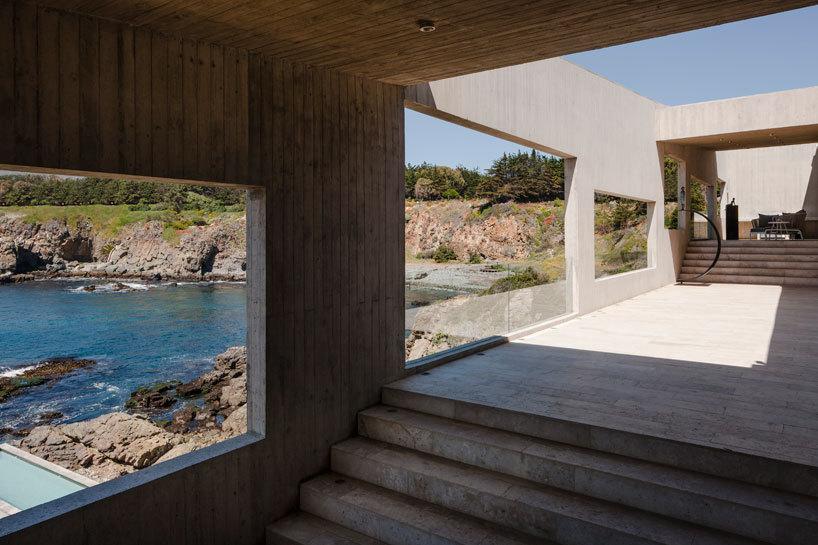 el assadi de Felipe enmarca vistas del paisaje costero con el azul ...