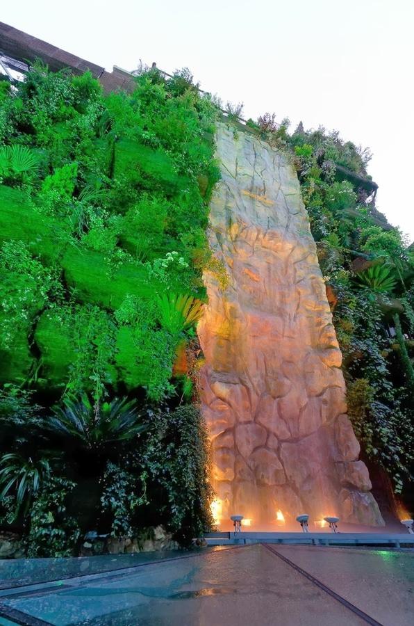 la cascada ms alta del mundo en un jardn vertical