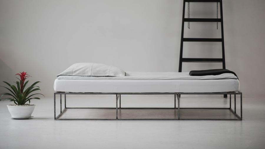 El marco minimalista de la cama del metal de Berlín - Berlin ...